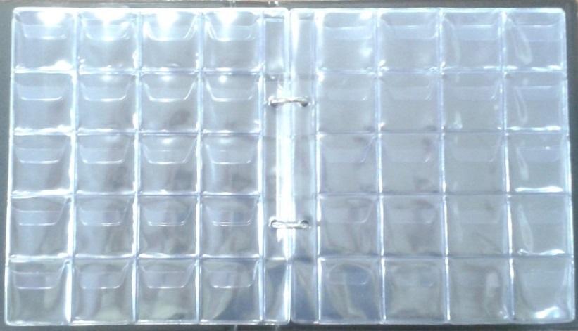 folha de um álbum de folhas de plástico pvc para guardar moedas.
